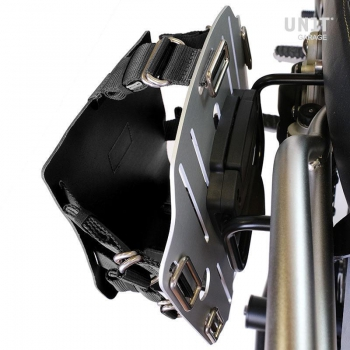 Carrying system in aluminum with adjustable leather front, Quick Release System and frame
